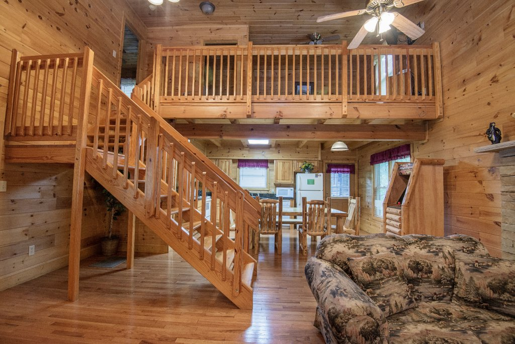 Photo of a Gatlinburg Cabin named Point Of View - This is the four hundred and thirteenth photo in the set.