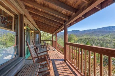 Lil Cabin In The Woods, 2 Bedrooms, Pool Table, View, Pool Access, Sleeps 6