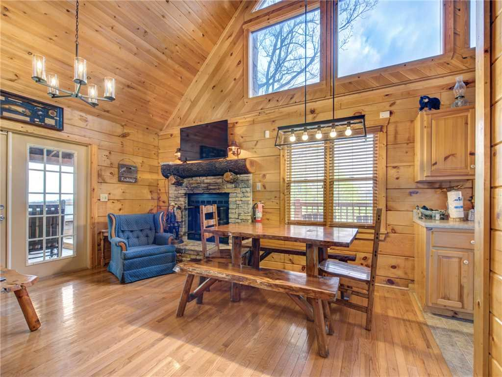 Photo of a Pigeon Forge Cabin named Huckleberry Ridge - This is the fifth photo in the set.