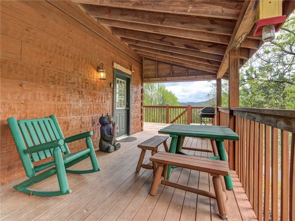 Photo of a Pigeon Forge Cabin named Huckleberry Ridge - This is the nineteenth photo in the set.