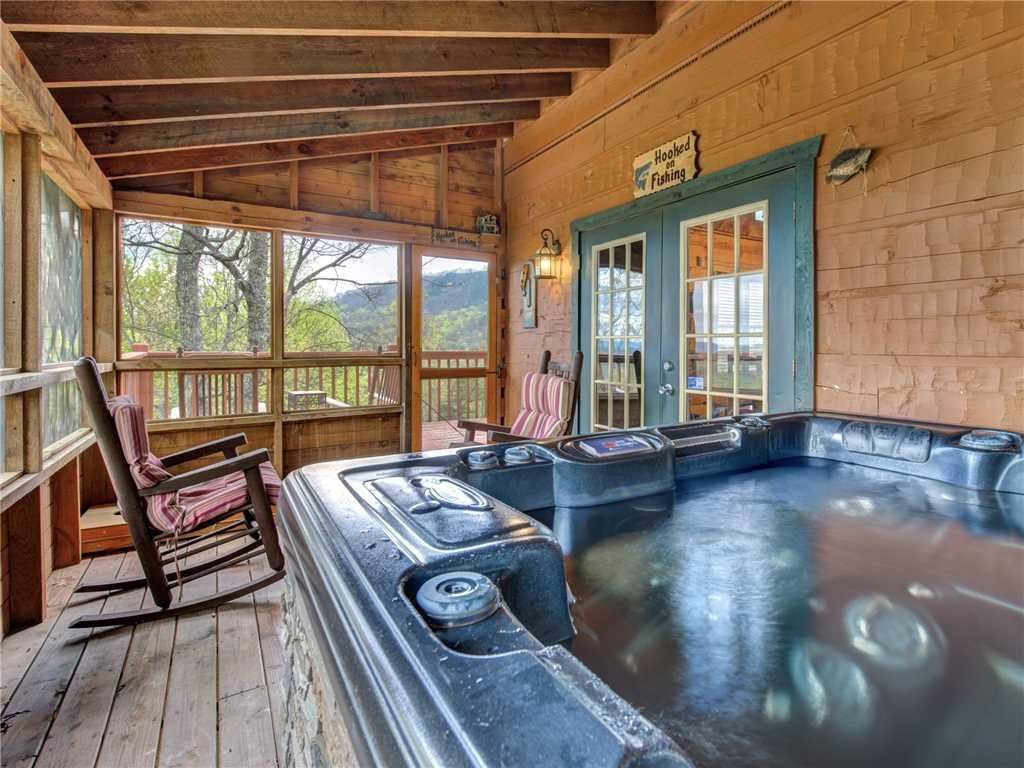 Photo of a Pigeon Forge Cabin named Huckleberry Ridge - This is the second photo in the set.
