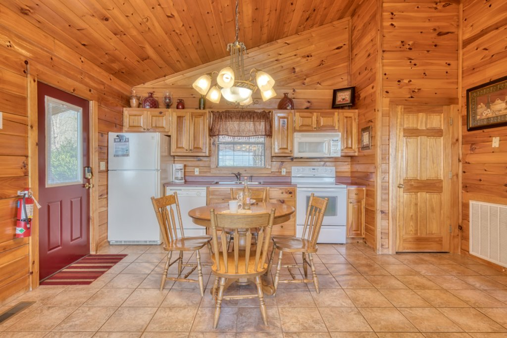 Photo of a Sevierville Cabin named All About Romance - This is the seventh photo in the set.