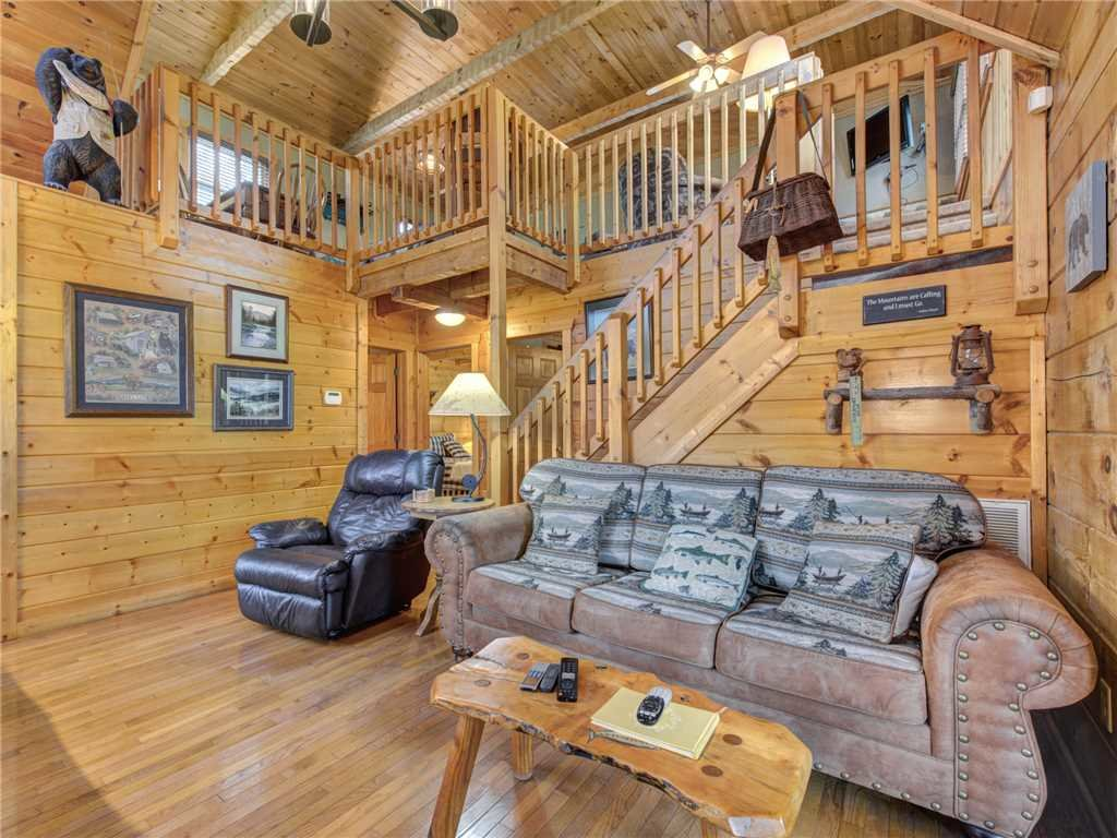Photo of a Pigeon Forge Cabin named Huckleberry Ridge - This is the third photo in the set.