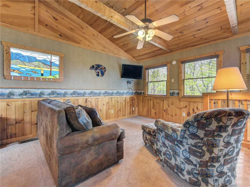 Photo of a Pigeon Forge Cabin named Huckleberry Ridge - This is the tenth photo in the set.