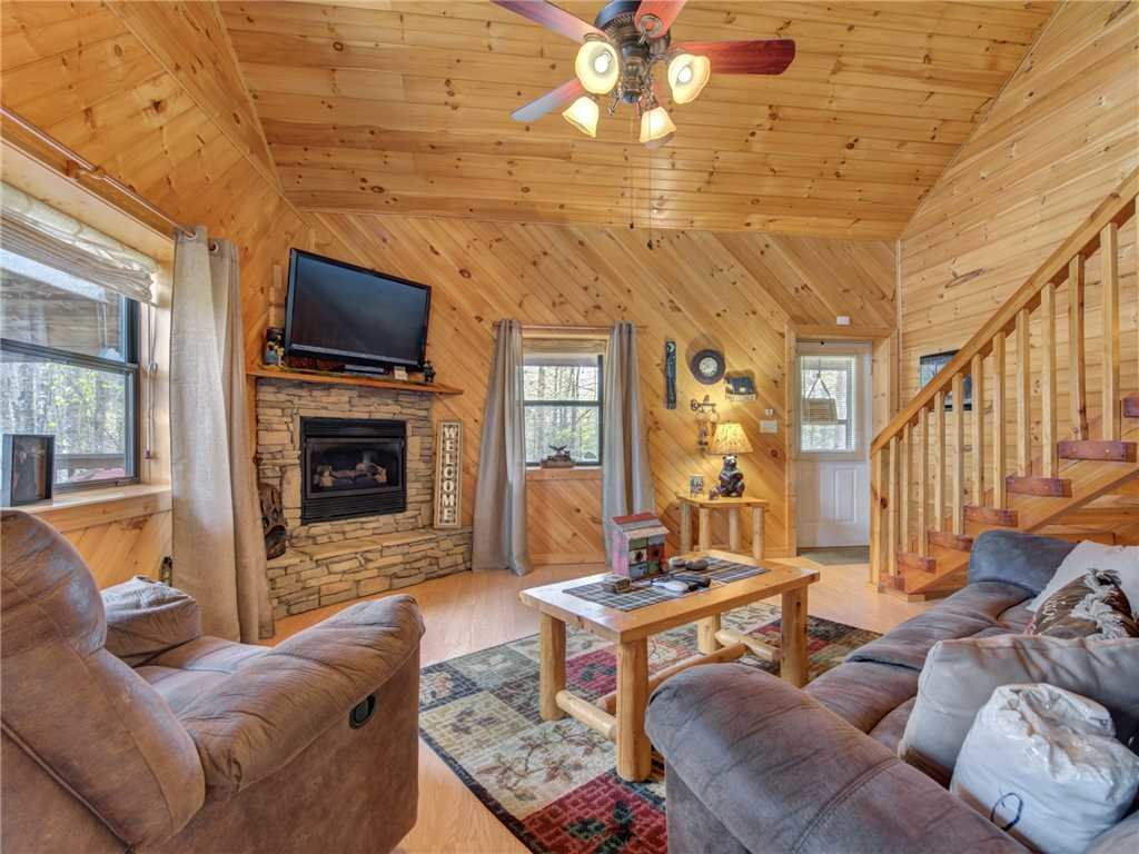 Photo of a Gatlinburg Cabin named Mountain Romance - This is the first photo in the set.