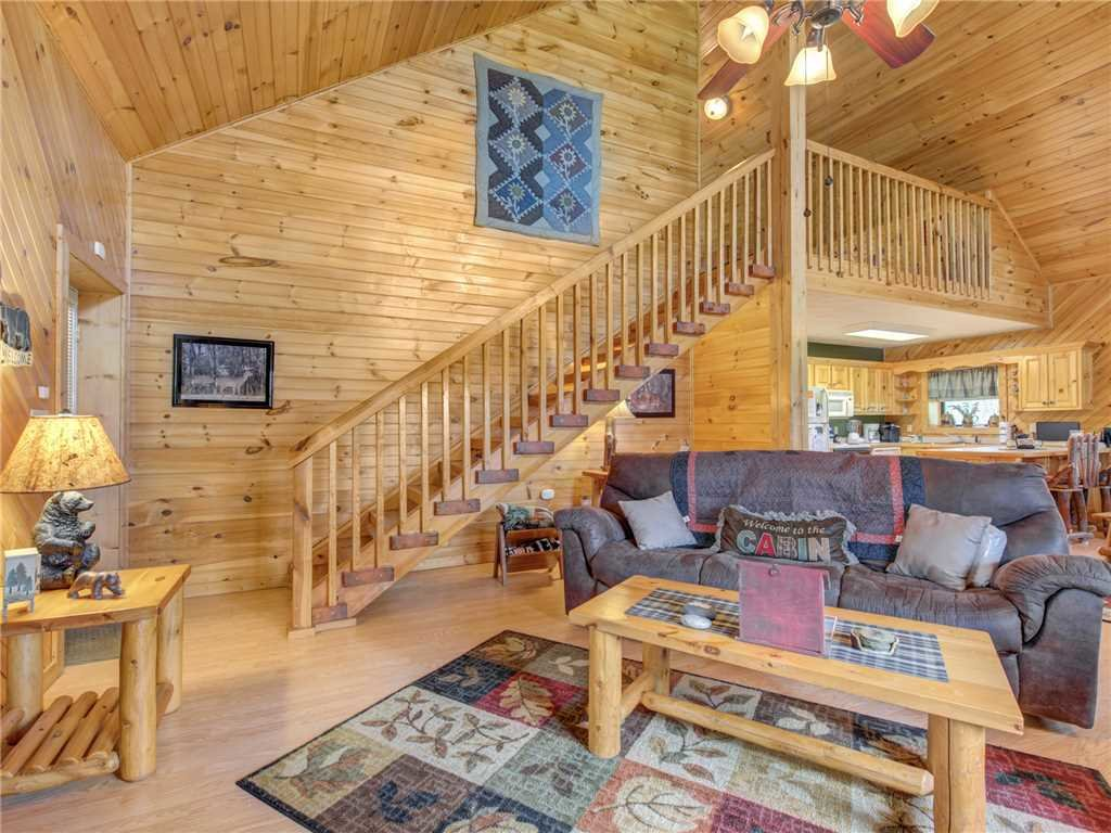 Photo of a Gatlinburg Cabin named Mountain Romance - This is the second photo in the set.