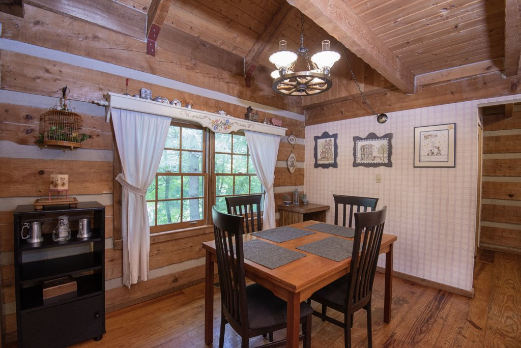 Photo of a Pigeon Forge Cabin named Valhalla - This is the one thousand three hundred and eighth photo in the set.