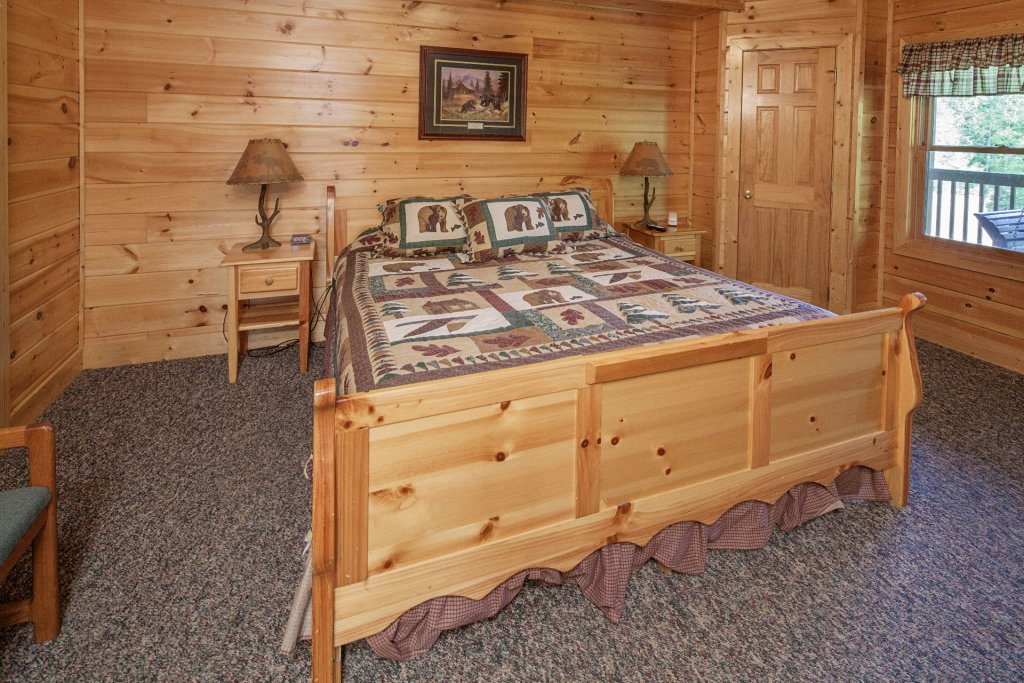 Photo of a Pigeon Forge Cabin named  Black Bear Hideaway - This is the two thousand and thirteenth photo in the set.