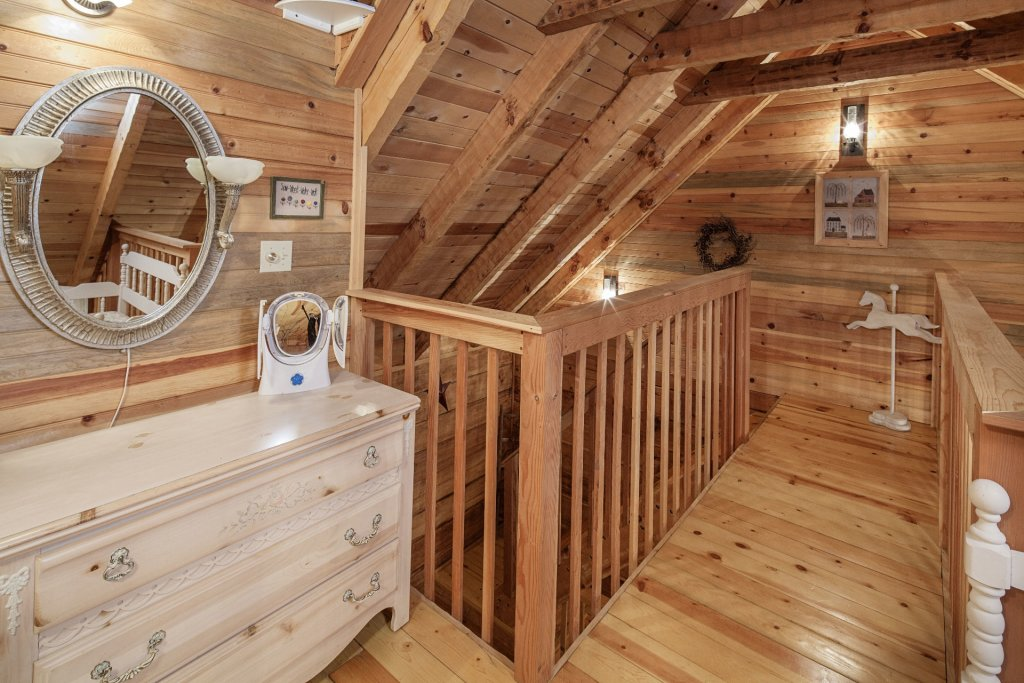 Photo of a Pigeon Forge Condo named  Jalyn's Treehouse - This is the one thousand three hundred and seventy-second photo in the set.