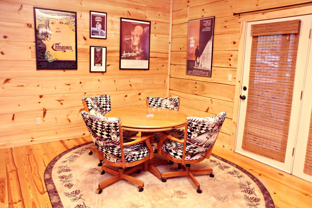 Photo of a Pigeon Forge Cabin named Cinema Falls - This is the one thousand one hundred and thirty-first photo in the set.