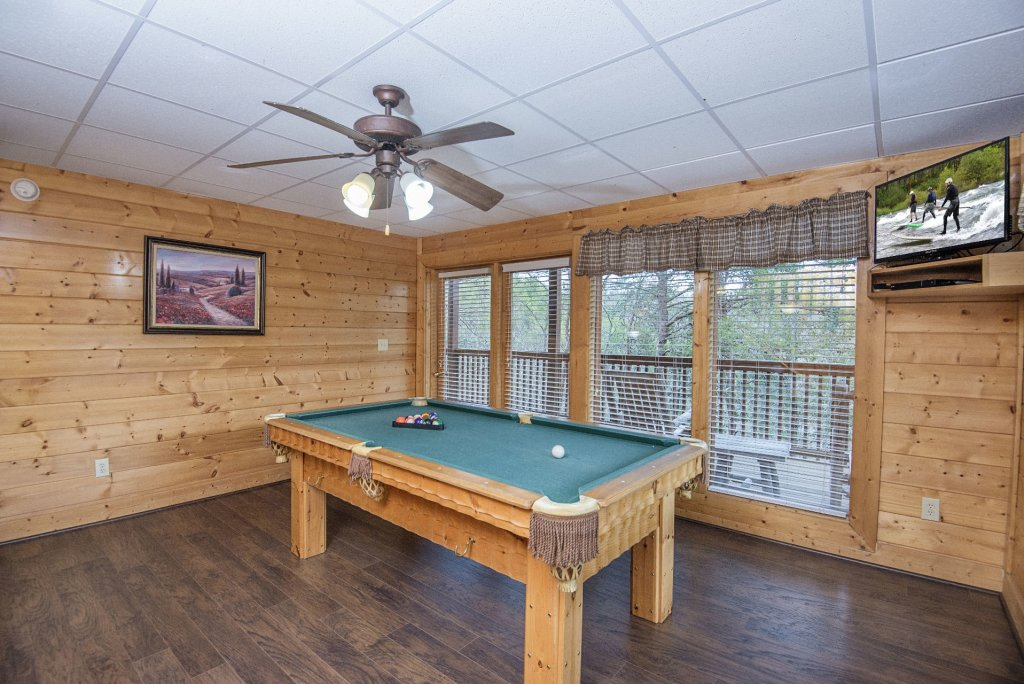 Photo of a Sevierville Cabin named  Almost Paradise - This is the seven hundred and forty-fifth photo in the set.