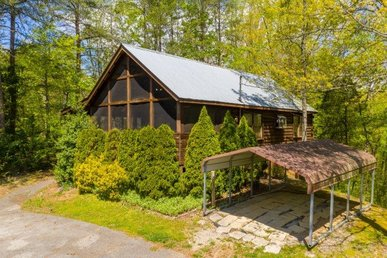 1 Bedroom, 1 Bath Value Cabin For 4 In A Resort With Incredible Mountain Views.