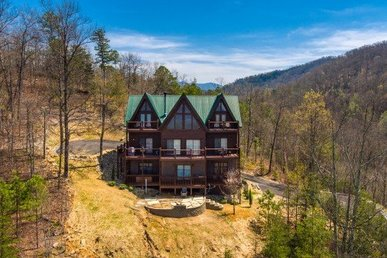Luxury 5 Bedroom, 4.5 Bathroom, Sleeping Space For 20 Cabin With Incredible View