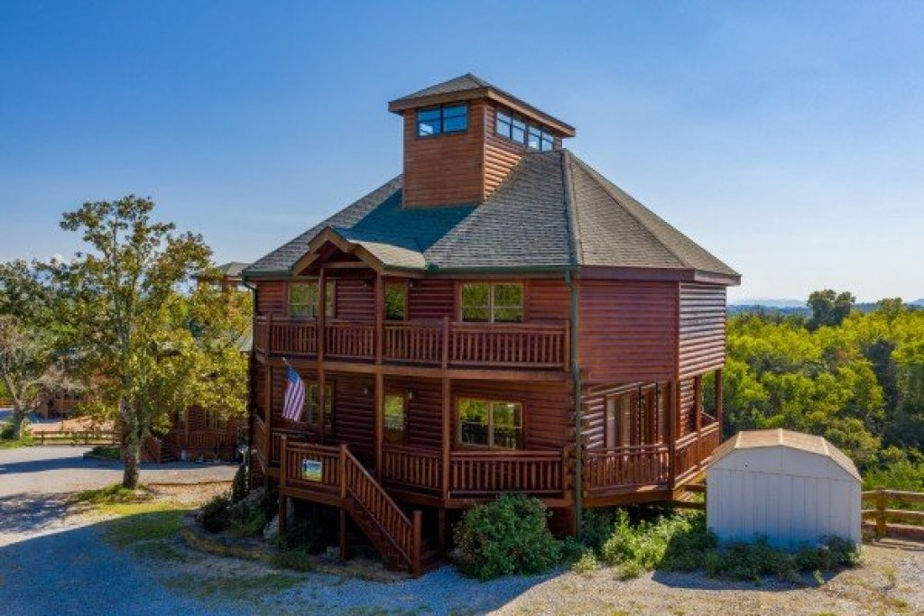 Photo of a Sevierville Cabin named Galaxy Splash - This is the third photo in the set.
