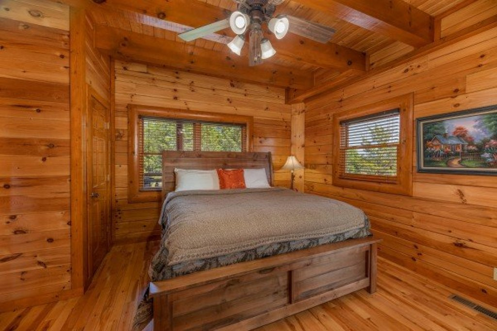 Photo of a Sevierville Cabin named Galaxy Splash - This is the ninth photo in the set.