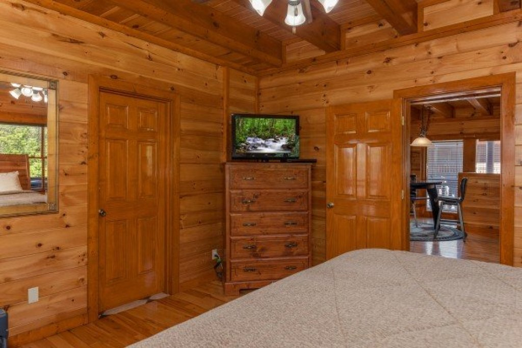 Photo of a Sevierville Cabin named Galaxy Splash - This is the tenth photo in the set.