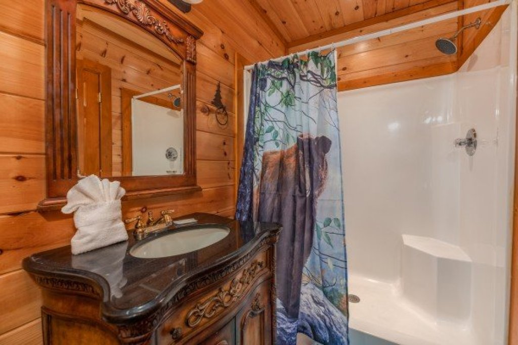 Photo of a Sevierville Cabin named Galaxy Splash - This is the twenty-first photo in the set.