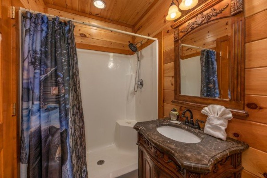 Photo of a Sevierville Cabin named Galaxy Splash - This is the sixteenth photo in the set.