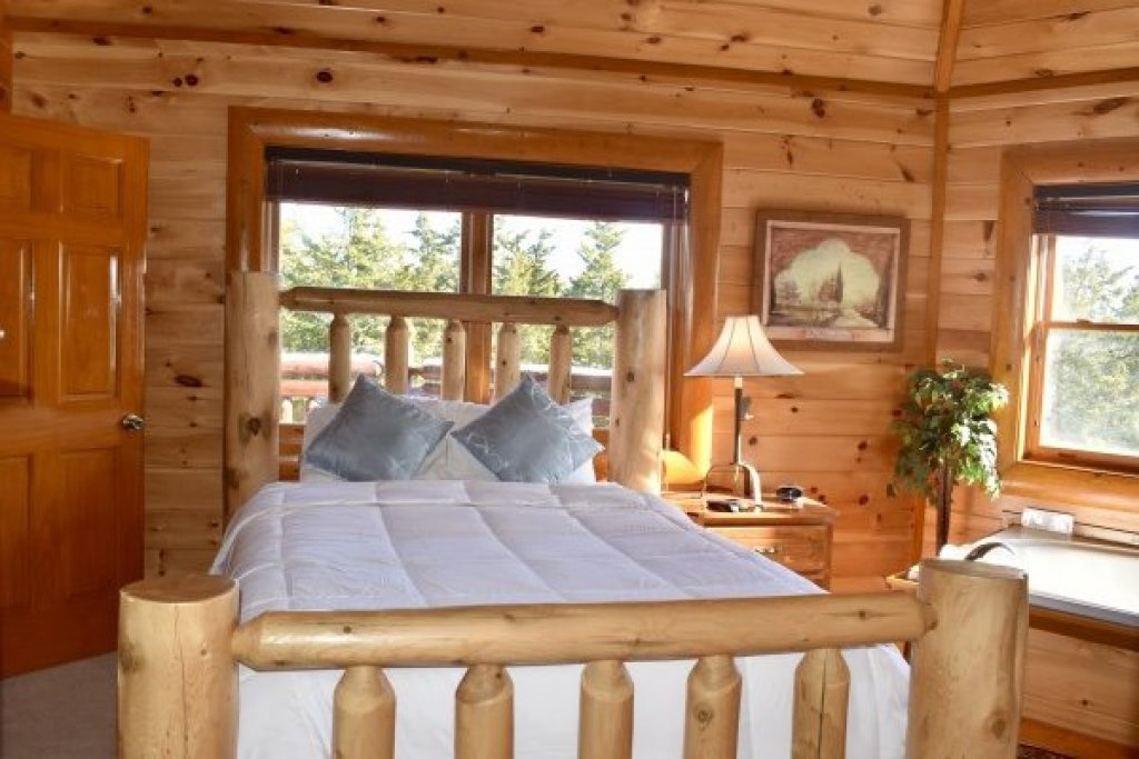 Photo of a Sevierville Cabin named Galaxy Splash - This is the eighteenth photo in the set.