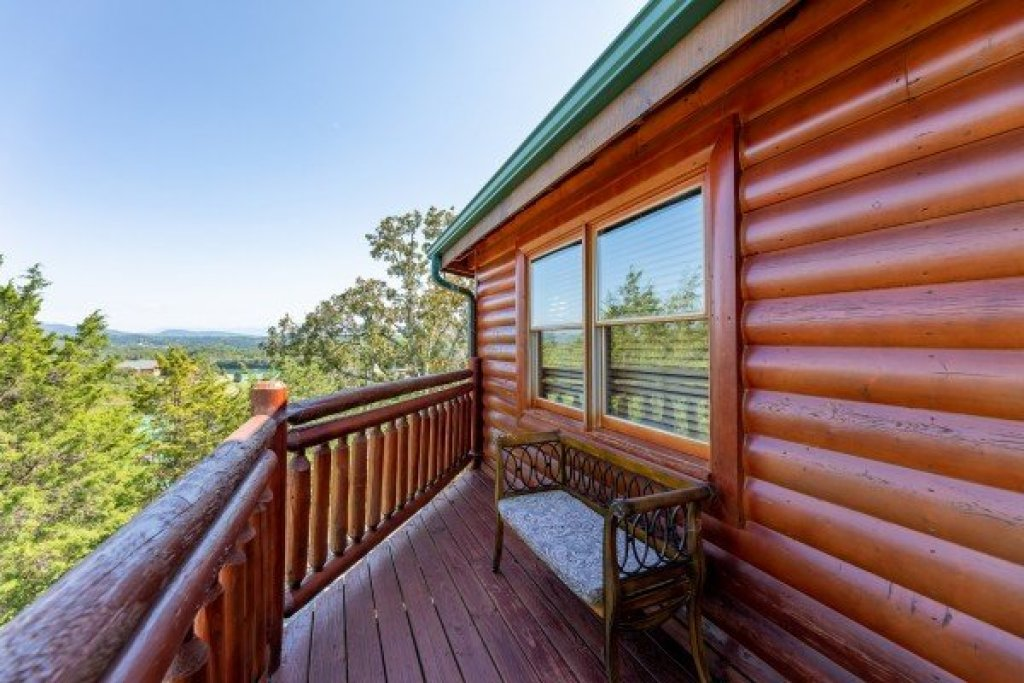 Photo of a Sevierville Cabin named Galaxy Splash - This is the thirty-second photo in the set.