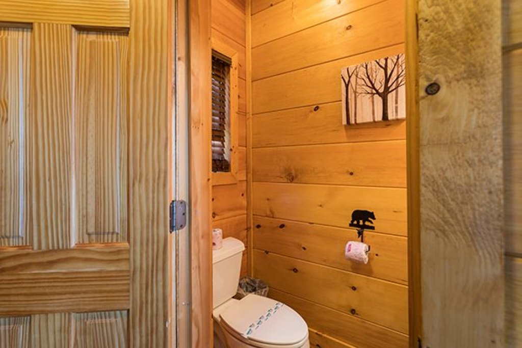 Photo of a Sevierville Cabin named 50 Mile View - This is the twenty-seventh photo in the set.