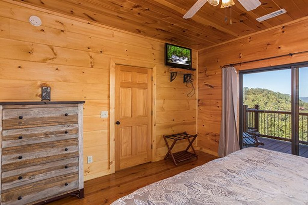 Photo of a Sevierville Cabin named 50 Mile View - This is the eleventh photo in the set.