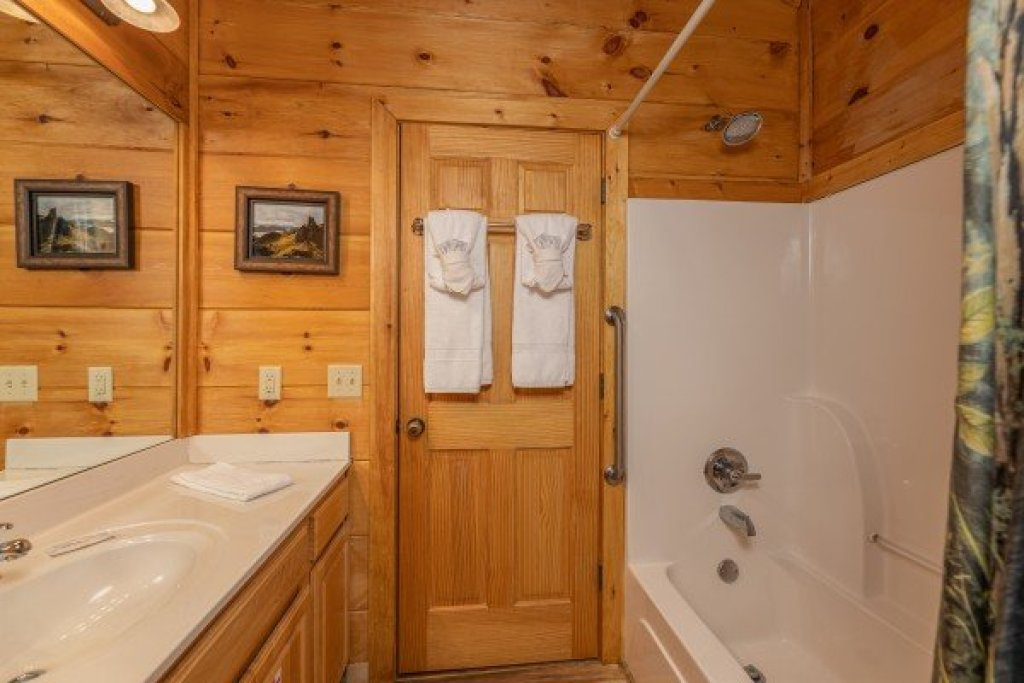 Photo of a Sevierville Cabin named 50 Mile View - This is the twenty-second photo in the set.