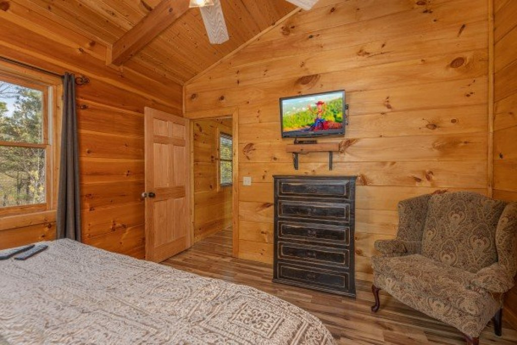 Photo of a Sevierville Cabin named 50 Mile View - This is the twenty-sixth photo in the set.