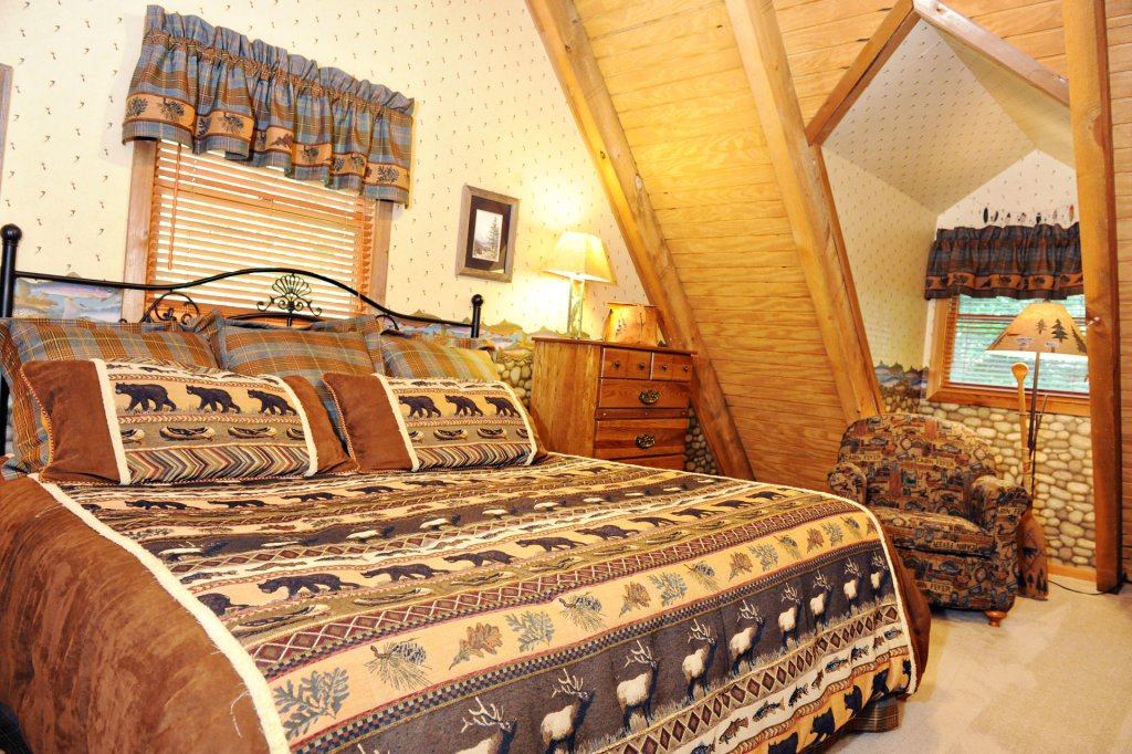 Photo of a Pigeon Forge Cabin named The Loon's Nest (formerly C.o.24) - This is the six hundred and forty-fifth photo in the set.