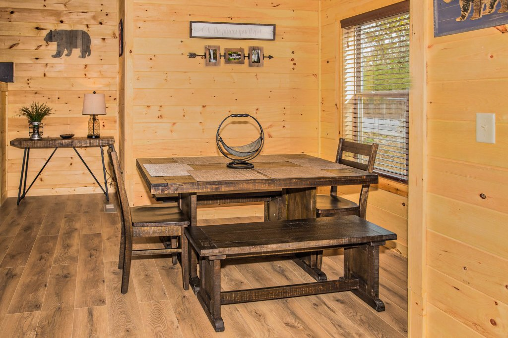 Photo of a Pigeon Forge Cabin named A Bear's Alpine Splash - This is the twenty-second photo in the set.