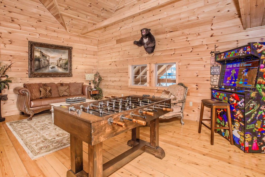 Photo of a Sevierville Cabin named Hackberry Lodge - This is the third photo in the set.