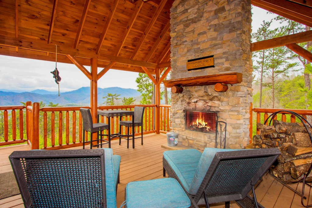 Photo of a Sevierville Cabin named Hackberry Lodge - This is the first photo in the set.