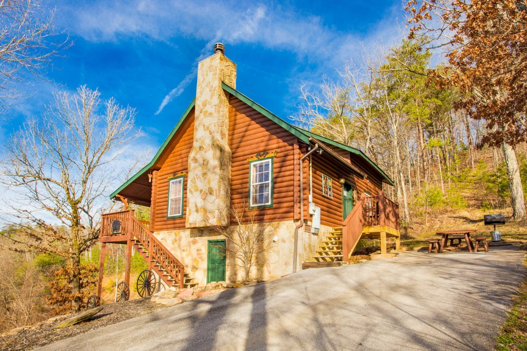 Photo of a Sevierville Cabin named Serendipity - This is the first photo in the set.