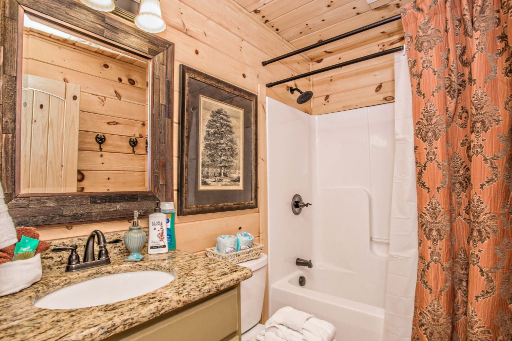 Photo of a Sevierville Cabin named Hackberry Lodge - This is the thirteenth photo in the set.