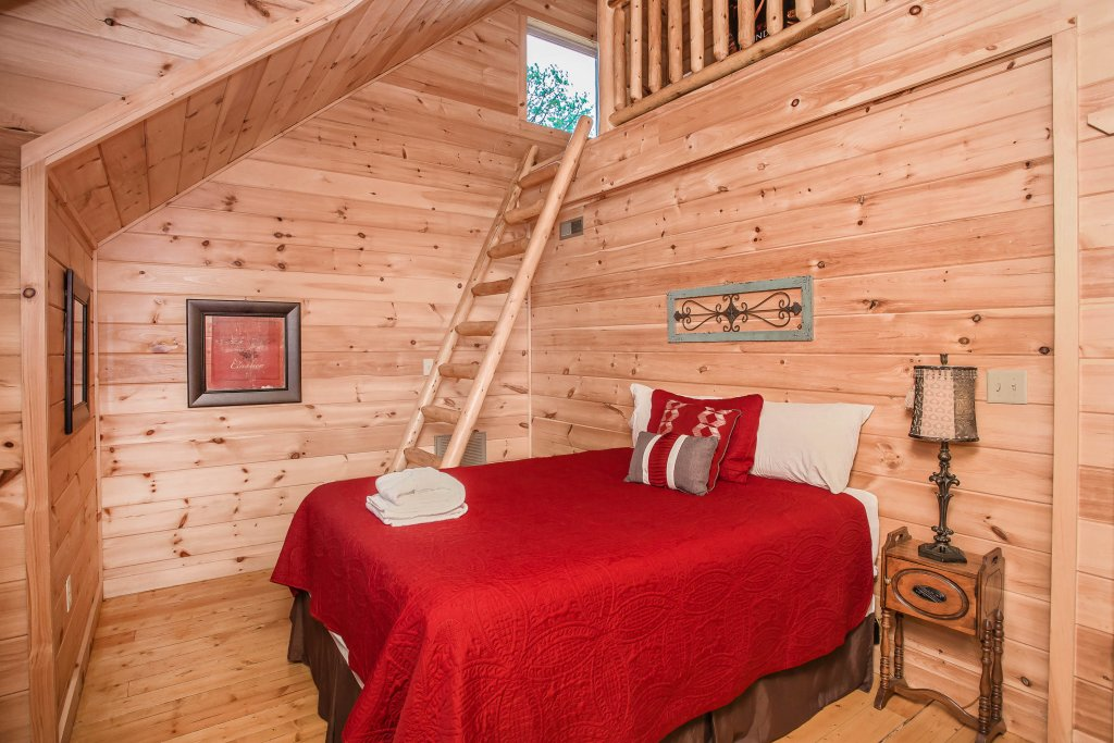Photo of a Sevierville Cabin named Hackberry Lodge - This is the fourteenth photo in the set.