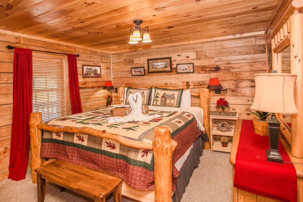 Photo of a Sevierville Cabin named Serendipity - This is the fifteenth photo in the set.