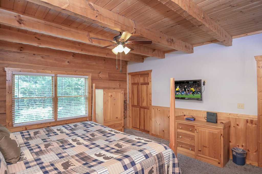 Photo of a Pigeon Forge Cabin named  Best Of Both Worlds - This is the one thousand nine hundred and seventy-second photo in the set.