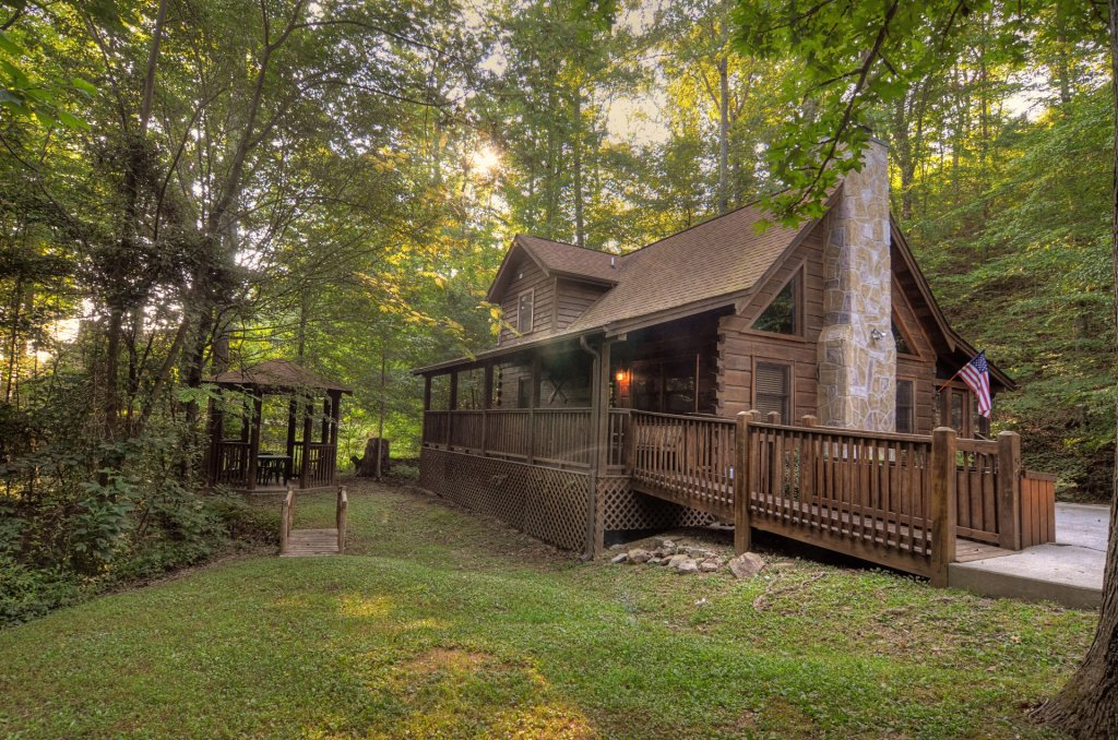 Photo of a Pigeon Forge Cabin named  Creekside - This is the third photo in the set.
