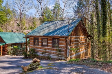 Romantic Log Cabin Close To Downtown Gatlinburg Parkway And National Park