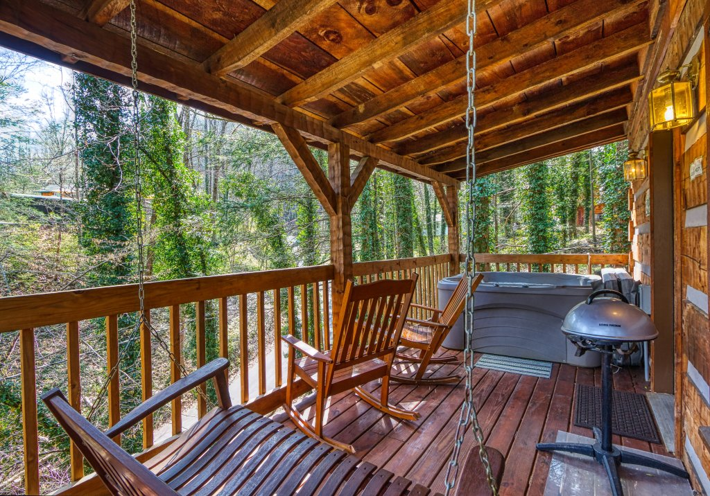 Photo of a Gatlinburg Cabin named Linger Longer #1607 - This is the fifth photo in the set.