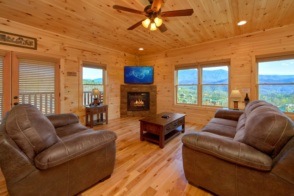 Photo of a Gatlinburg Cabin named Living The Dream - This is the ninth photo in the set.