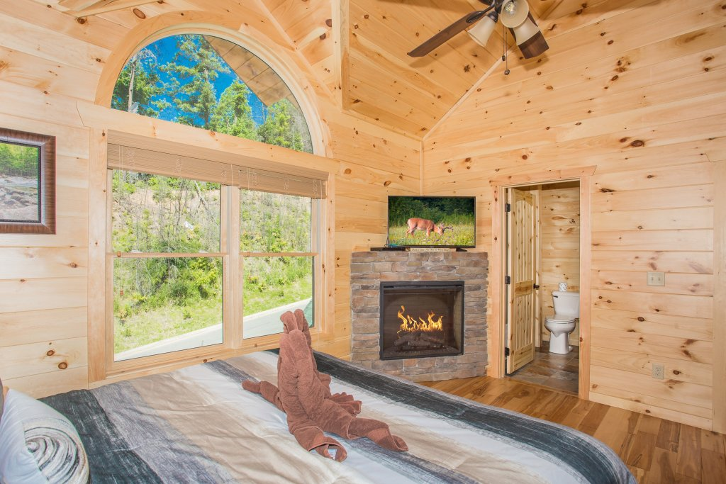 Photo of a Gatlinburg Cabin named Living The Dream - This is the twenty-third photo in the set.
