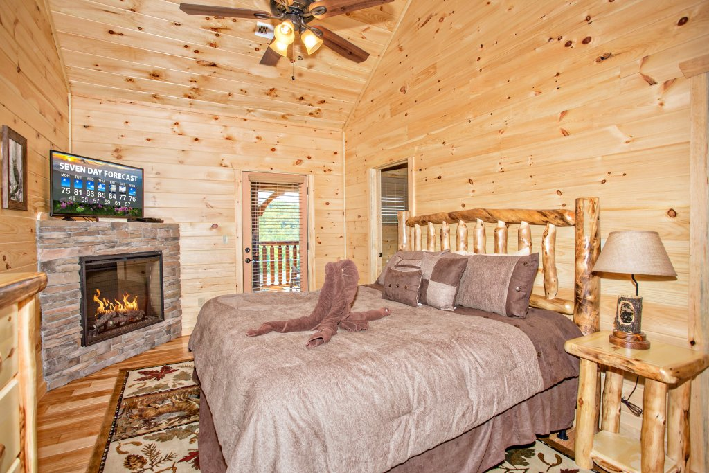 Photo of a Gatlinburg Cabin named Living The Dream - This is the twenty-eighth photo in the set.