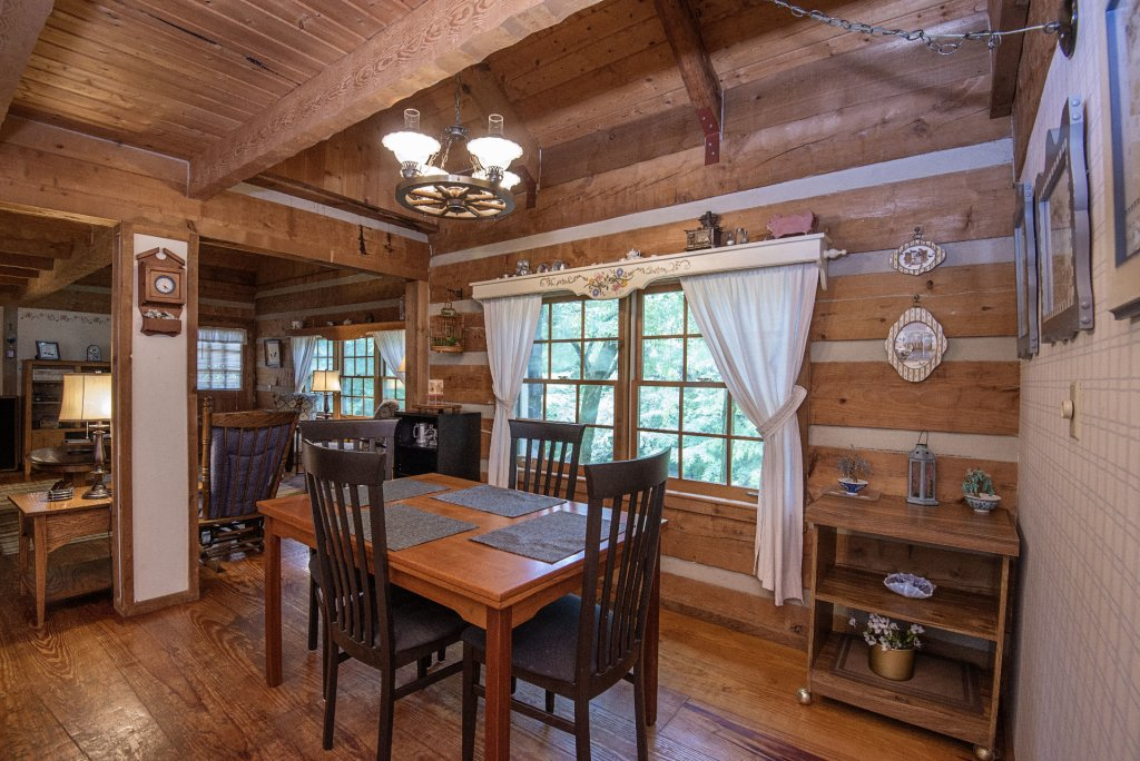 Photo of a Pigeon Forge Cabin named Valhalla - This is the one thousand two hundred and fifty-seventh photo in the set.