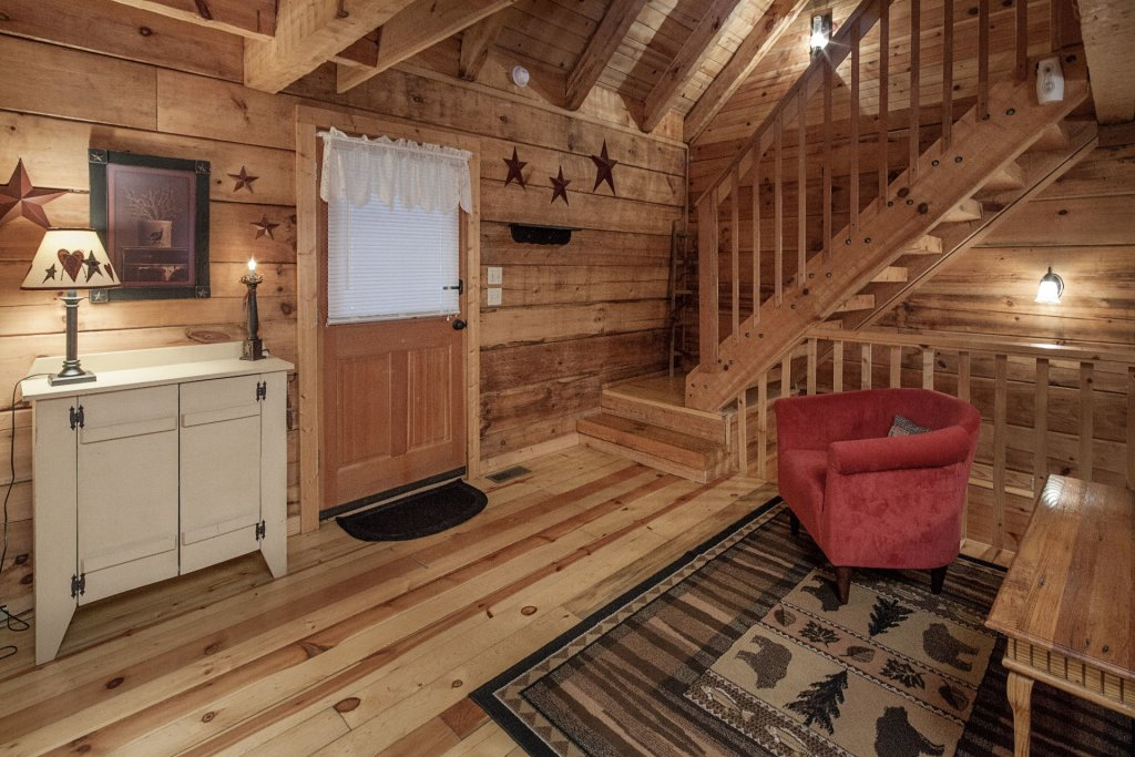 Photo of a Pigeon Forge Condo named  Jalyn's Treehouse - This is the three hundred and seventy-second photo in the set.