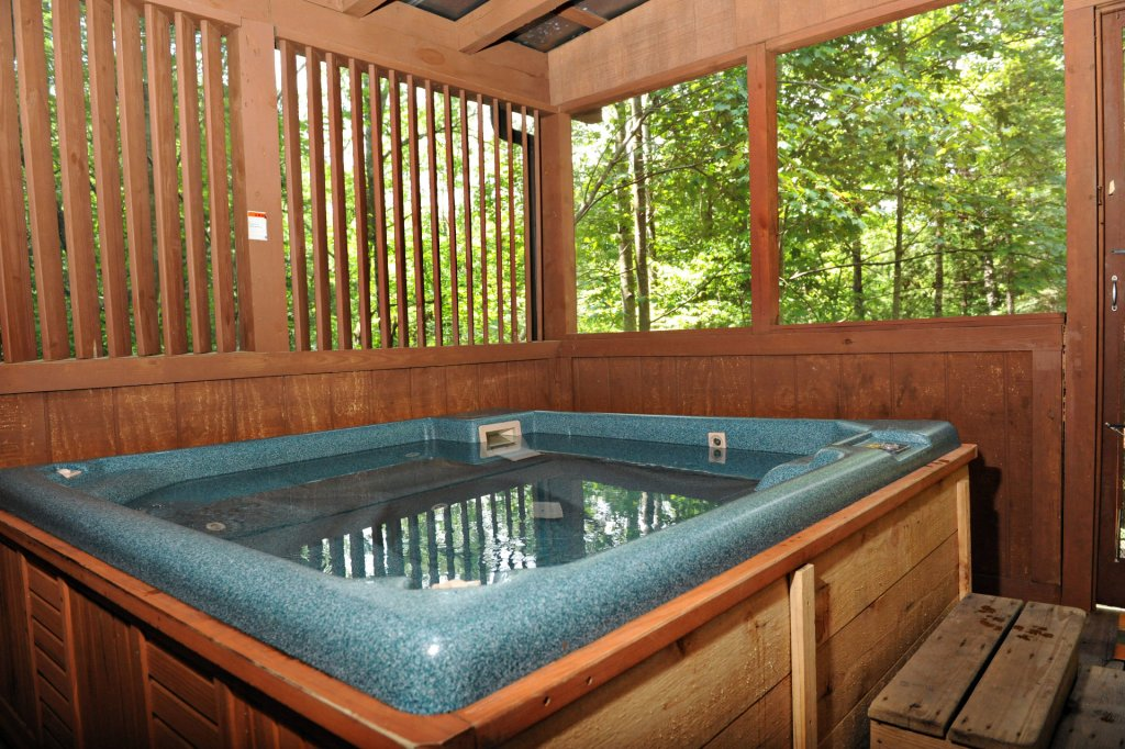Photo of a Pigeon Forge Cabin named The Loon's Nest (formerly C.o.24) - This is the seven hundred and forty-seventh photo in the set.