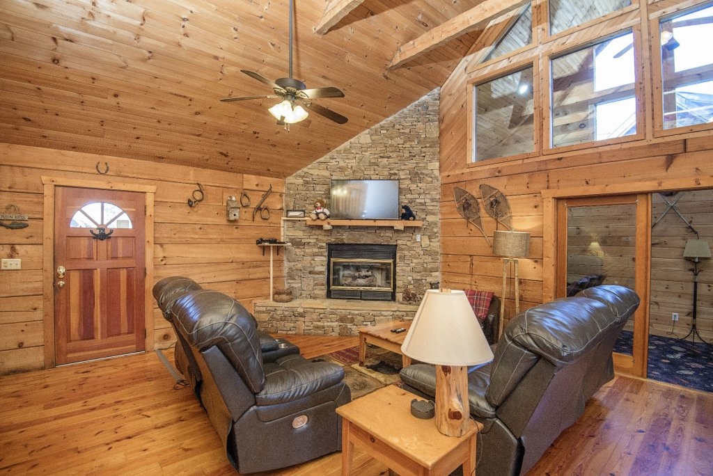 Photo of a Pigeon Forge Cabin named  Best Of Both Worlds - This is the two hundred and seventy-first photo in the set.