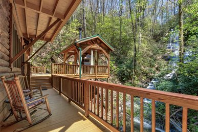 Black Bear Lodge - 6 Bedrooms, 7 Baths, Sleeps 12