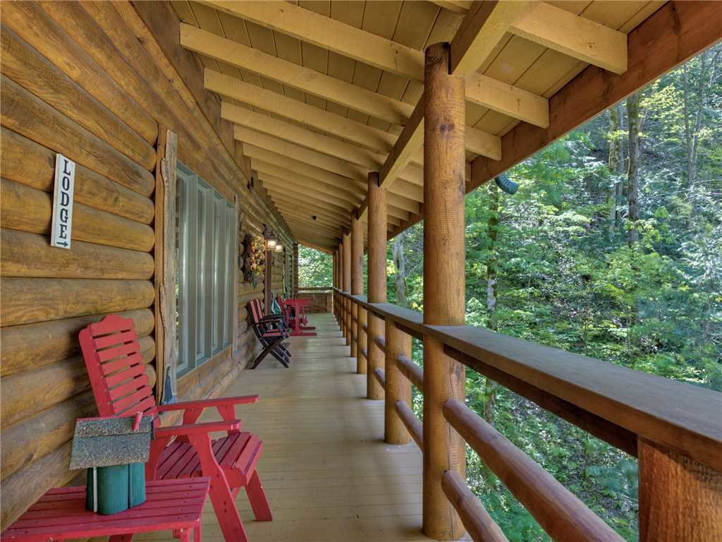 Photo of a Cosby Cabin named Black Bear Lodge - This is the fourteenth photo in the set.