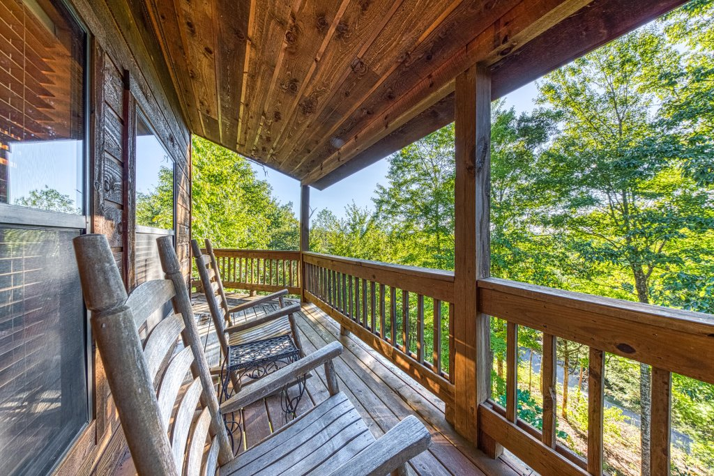 Photo of a Pigeon Forge Cabin named Cloud 9 - This is the third photo in the set.